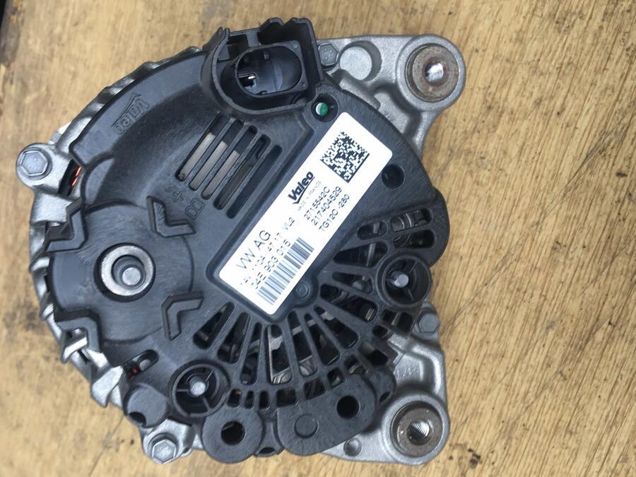 Alternatore Volkswagen Polo Valeo - 04E903015