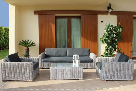 Salotto da giardino in rattan naturale POLINESIA BIG SBIANCATO con cuscini divano 3 posti