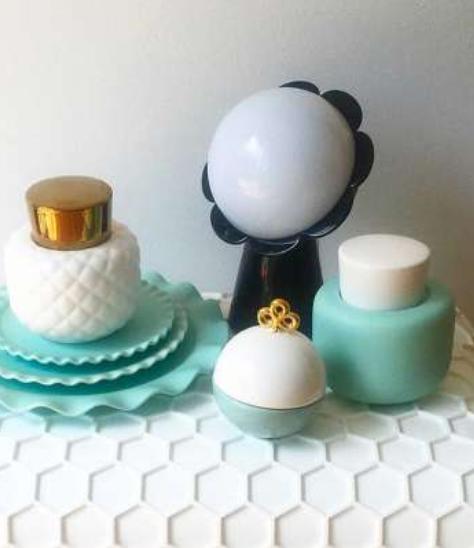 Lampada da Tavolo Daisy Colore Nero di Qeeboo in Pronta Consegna - Offerta di Mondo Luce 24