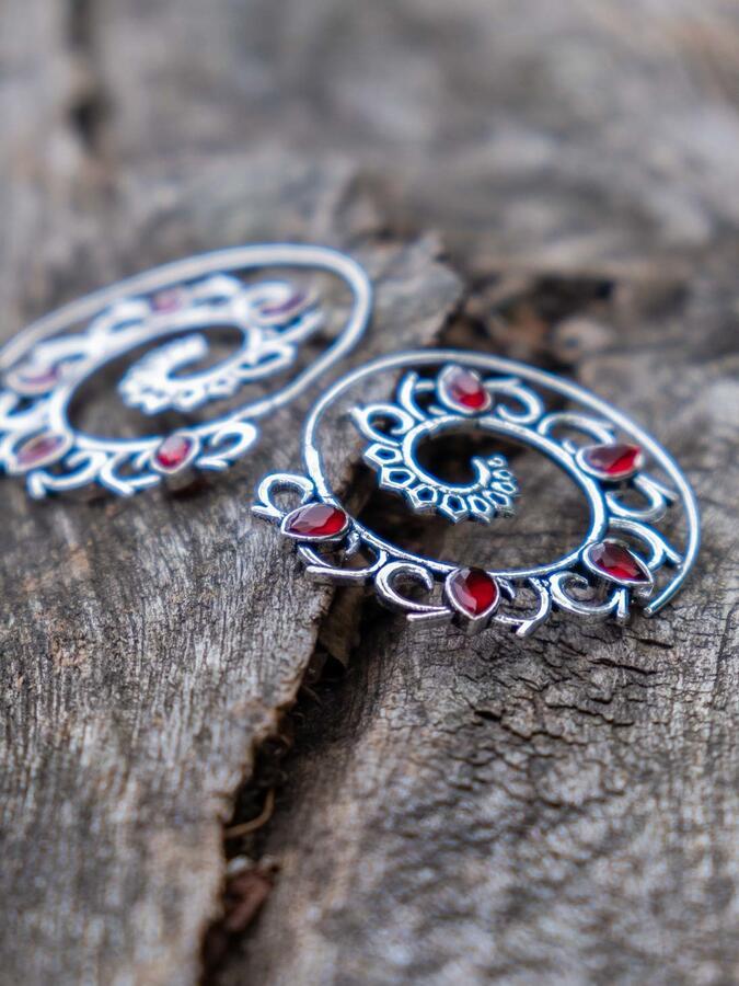 Orecchini argento a spirale con petali in Quarzo Rosso