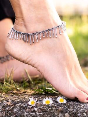 Cavigliera gipsy color argento con pendenti lunghi a catene