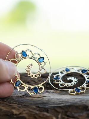 Orecchini ottone a spirale con petali in Quarzo Blu