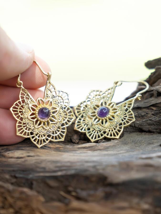 Orecchini oro a fiore con chiusura a gancio e pietra Ametista