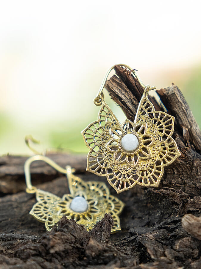 Orecchini ottone a fiore con chiusura a gancio e Pietra di Luna