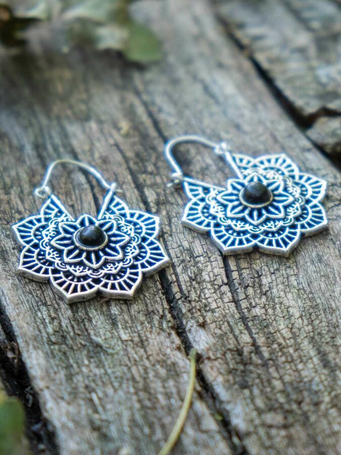 Orecchini argento a fiore con chiusura a gancio e pietra Ossidiana