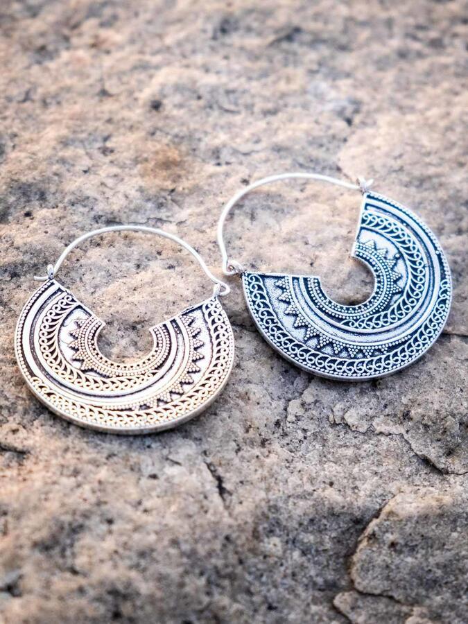 Orecchini pendenti ottone placcato argento forma circolare tribale
