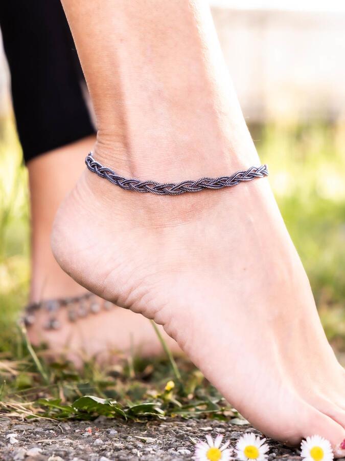 Cavigliera color argento scuro a treccia