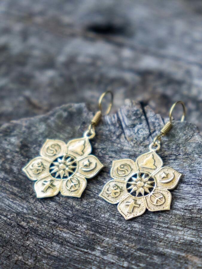 Orecchini pendenti ottone a fiore con simboli etnici