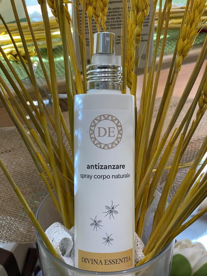 Spray antizanzara naturale