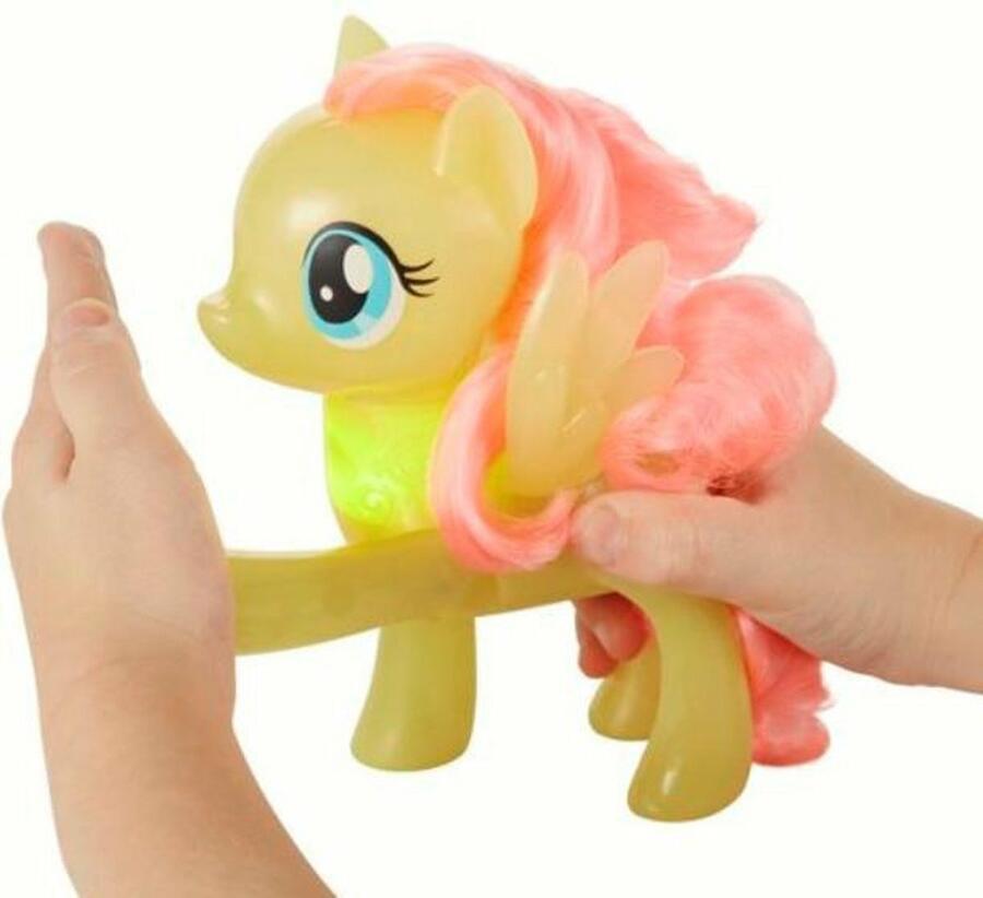My Little Pony - Fluttershy alza la zampa e si illumina - Hasbro E0686 - 3+ anni