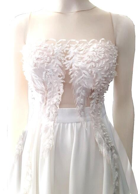 0720 WHEEL DRESS IN WHITE SATIN WITH BODY IN MACRAME 'AND TRANSPARENT TULLE