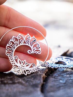 Orecchini argento rotondi a spirale stile foglia