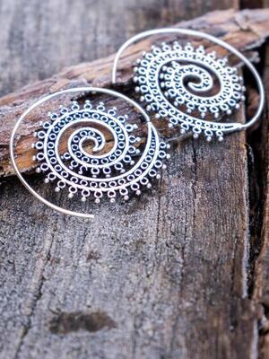 Orecchini argento rotondi a spirale con greche anellini