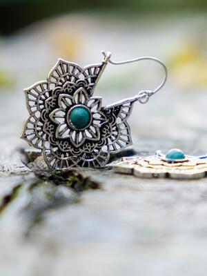 Orecchini argento a fiore con chiusura a gancio e pietra Turchese