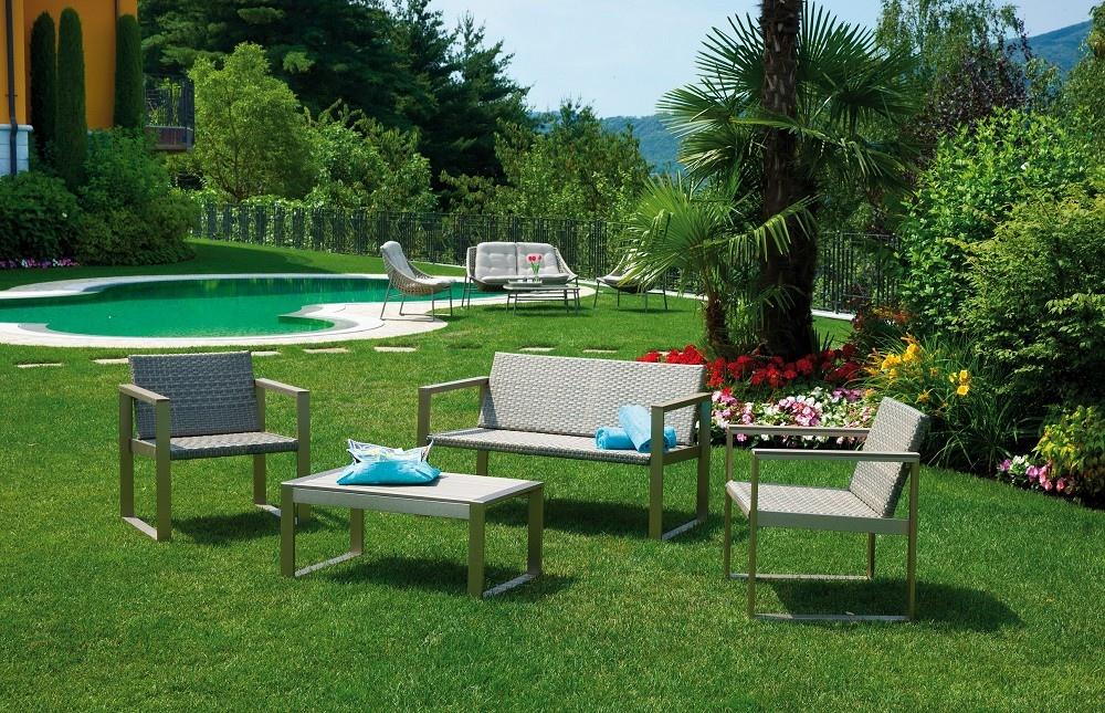 Set milazzo divano 2 poltrone cuscino tavolino rattan - Set divano giardino ...