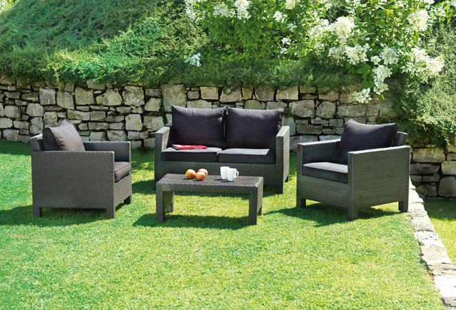 Set divanetto giardino spalato divano 2 poltrone for Divano rattan leroy merlin