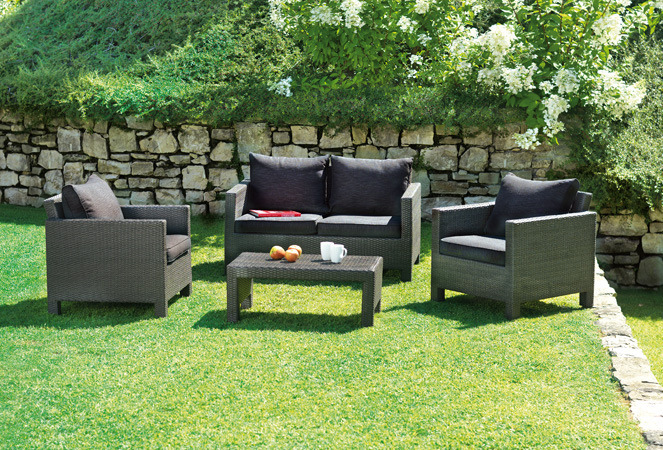 Set divanetto giardino spalato divano 2 poltrone for Arredo giardino cuscini