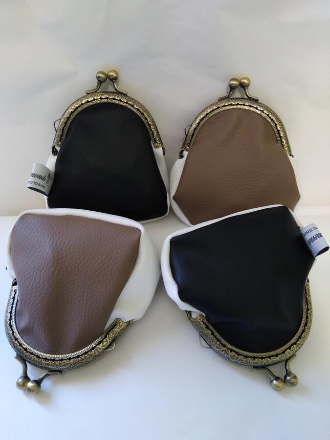 Portamonete similpelle  sabbia bianco nero chiusura clic clac bronzo