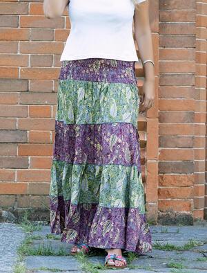 Gonna lunga Trusha a balze in seta bicolor - fucsia e verde con foglie gialle
