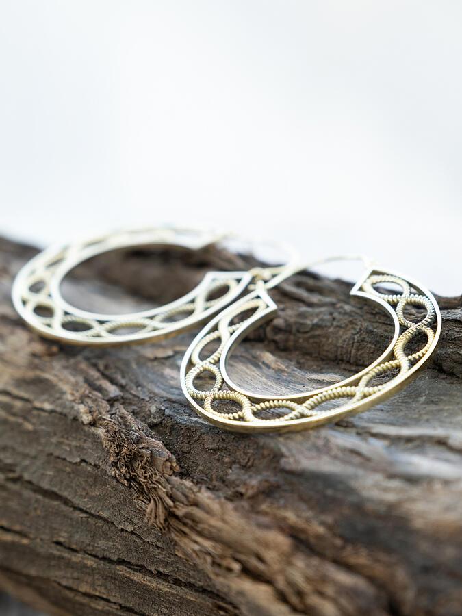 Orecchini grandi dorati a doppio anello infinito