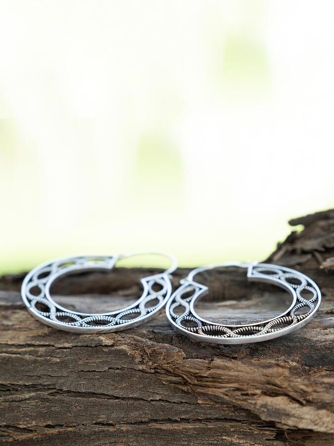 Orecchini grandi argentati a doppio anello infinito
