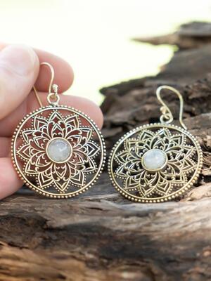 Orecchini rotondi dorati con fiore interno e pietra della luna