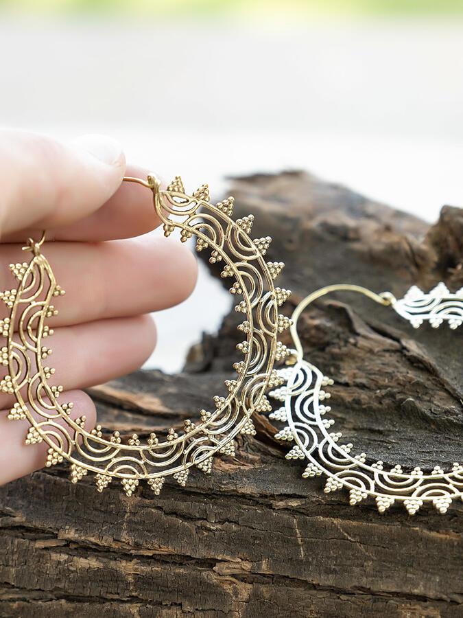 Orecchini grandi dorati a doppio anello lavorato
