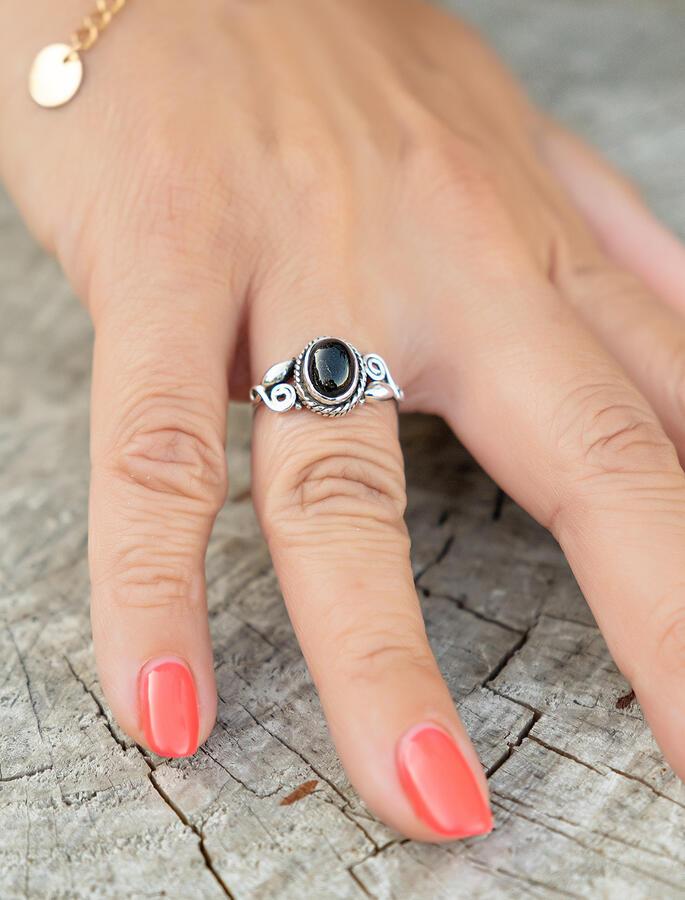 Anello donna in argento ovale con greche e pietra Onice Nero