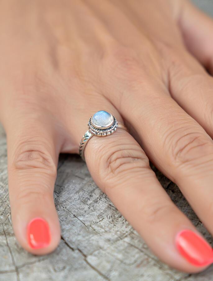 Anello donna in argento forma a sole con pietra di Luna