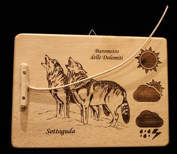 Barometro naturale con lupi