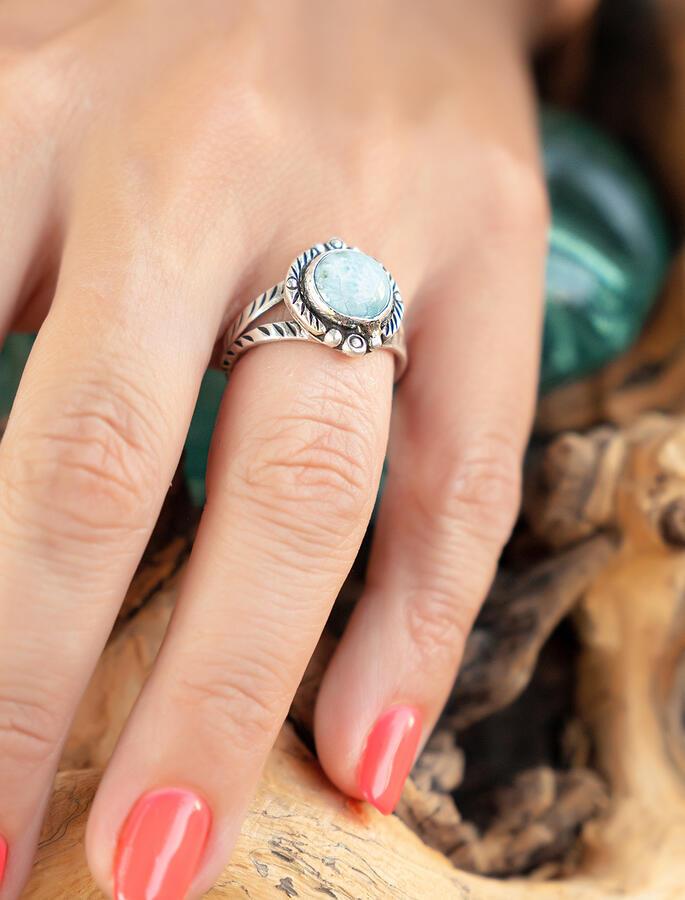 Anello donna in argento tondo con greche e pietra Larimar