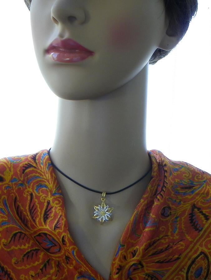 Ciondolo Edelweiss in filigrana bicolore