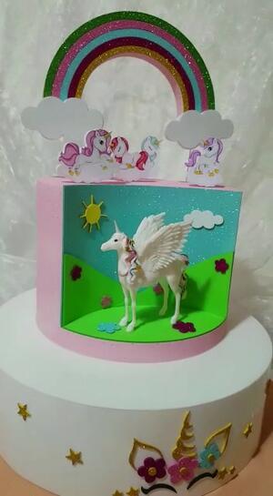 Torta scenografica Unicorno arcobaleno