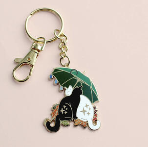 Portachiavi gatti sotto l'ombrello.