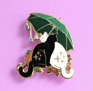 Spilla gatti sotto l'ombrello.