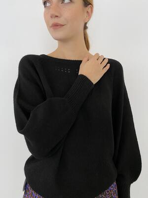 Maglione nero scollato