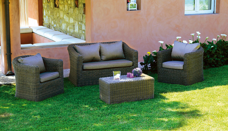 Set divanetti in wicker set caracas divano 2 poltrone for Divanetti giardino