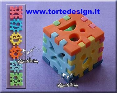 stampo silicone per realizzare un cubo giocattolo in 3D  (mould)