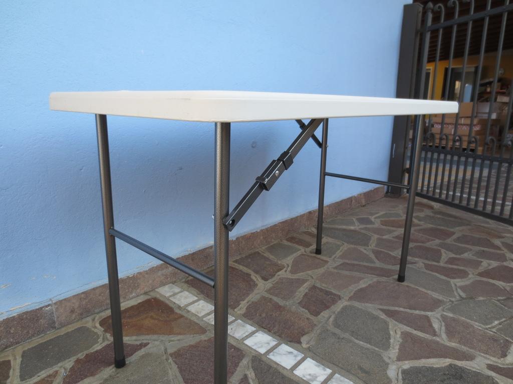 Tavoli Pieghevoli Plastica Per Catering.Tavolo Pieghevole 122 X 60 X 72 Per Catering Sagre Mercatini