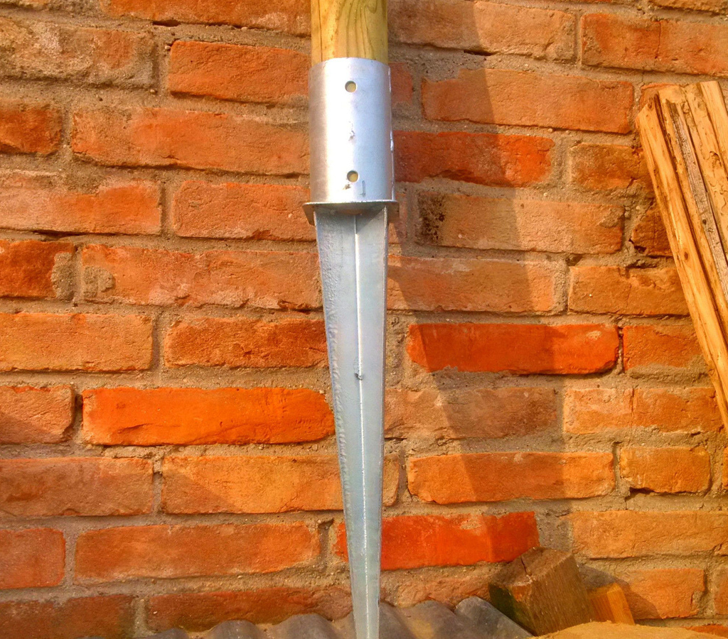 Supporti zincati per pali legno diam 80 mm per fissare nel terreno stabilizzare aree giochi e pali sostegno