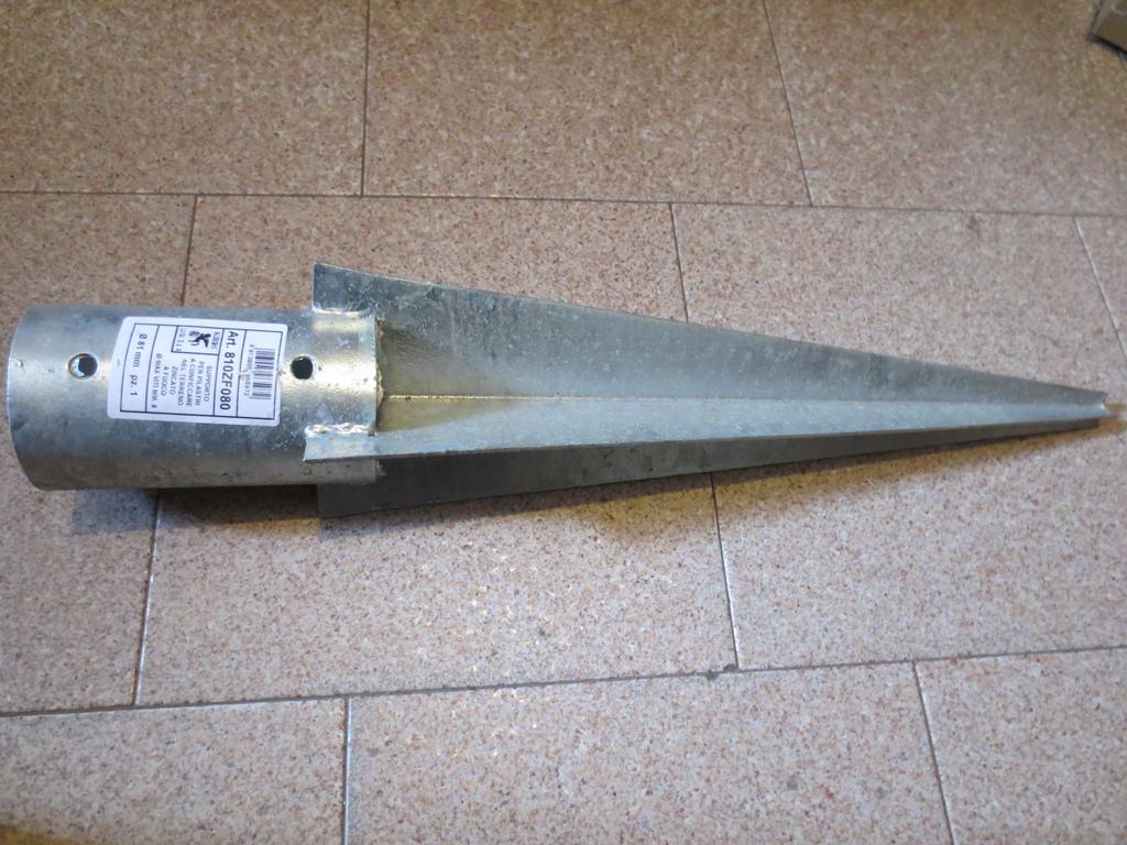 Plafoniere Per Palo : Supporti zincati per pali legno diam mm fissare nel terreno