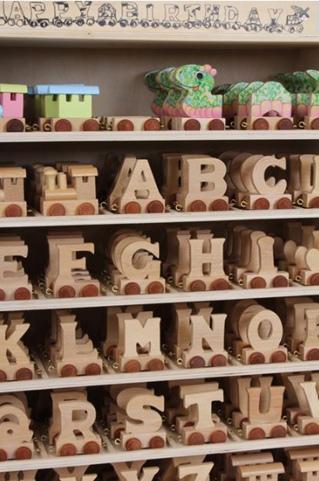 """""""Treno delle Lettere dell'Alfabeto"""" di 150 pezzi di Legler"""