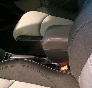 Bracciolo regolabile con portaoggetti per Alfa Romeo Mito (dal 2014)
