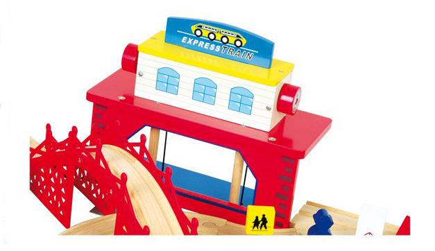 Ferrovia a Livelli da Costruire in Legno per Bambini di Legler