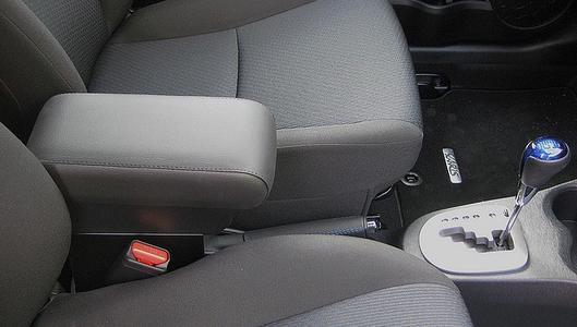 Bracciolo regolabile con portaoggetti per Toyota Yaris (2012-2014) e Hybrid