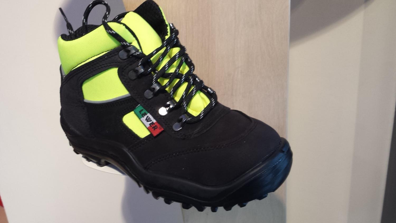 b75f48e804a3e scarpa antifortunistica da soccorso protezione civile