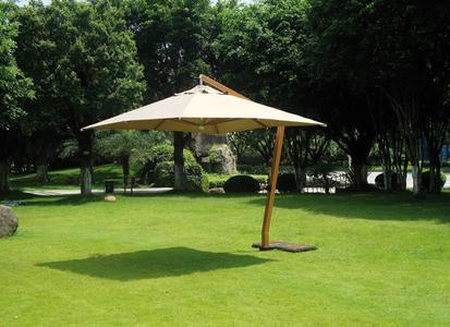 Ombrellone quadrato 3,5x3,5 mt con fusto in alluminio e palo verniciato effetto legno con copertura poliestere 5038 Contract Greenwood