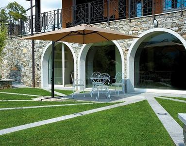 Ombrellone da giardino ALICE rettangolare da esterno 2,4 x 3,3 m con Palo laterale  Colore sabbia E5034