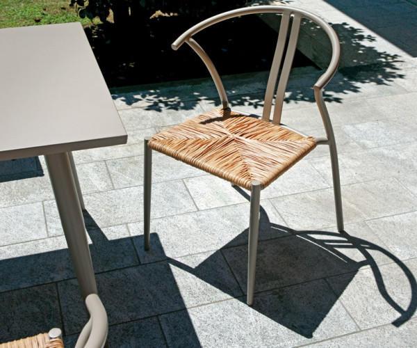 Sedia da esterno in alluminio ERICE color tortora con seduta in wicker color paglia CHA21