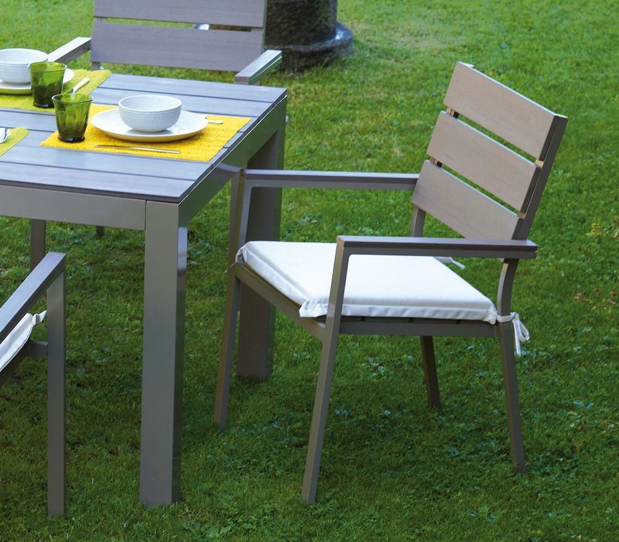 Sedia moneglia in alluminio champagne e resin wood grigio - La sedia di design ...